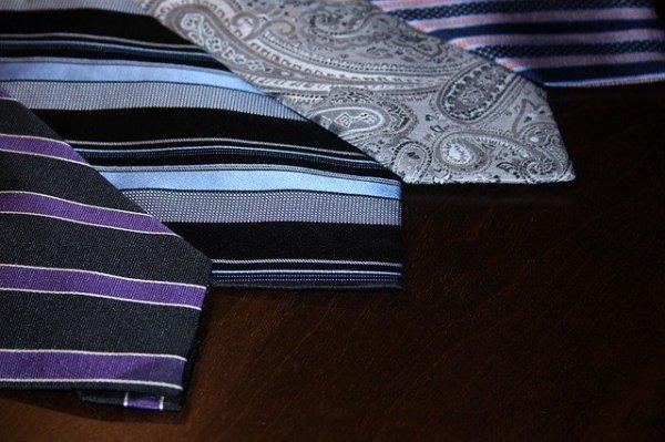 ネクタイのくぼみディンプルの作り方